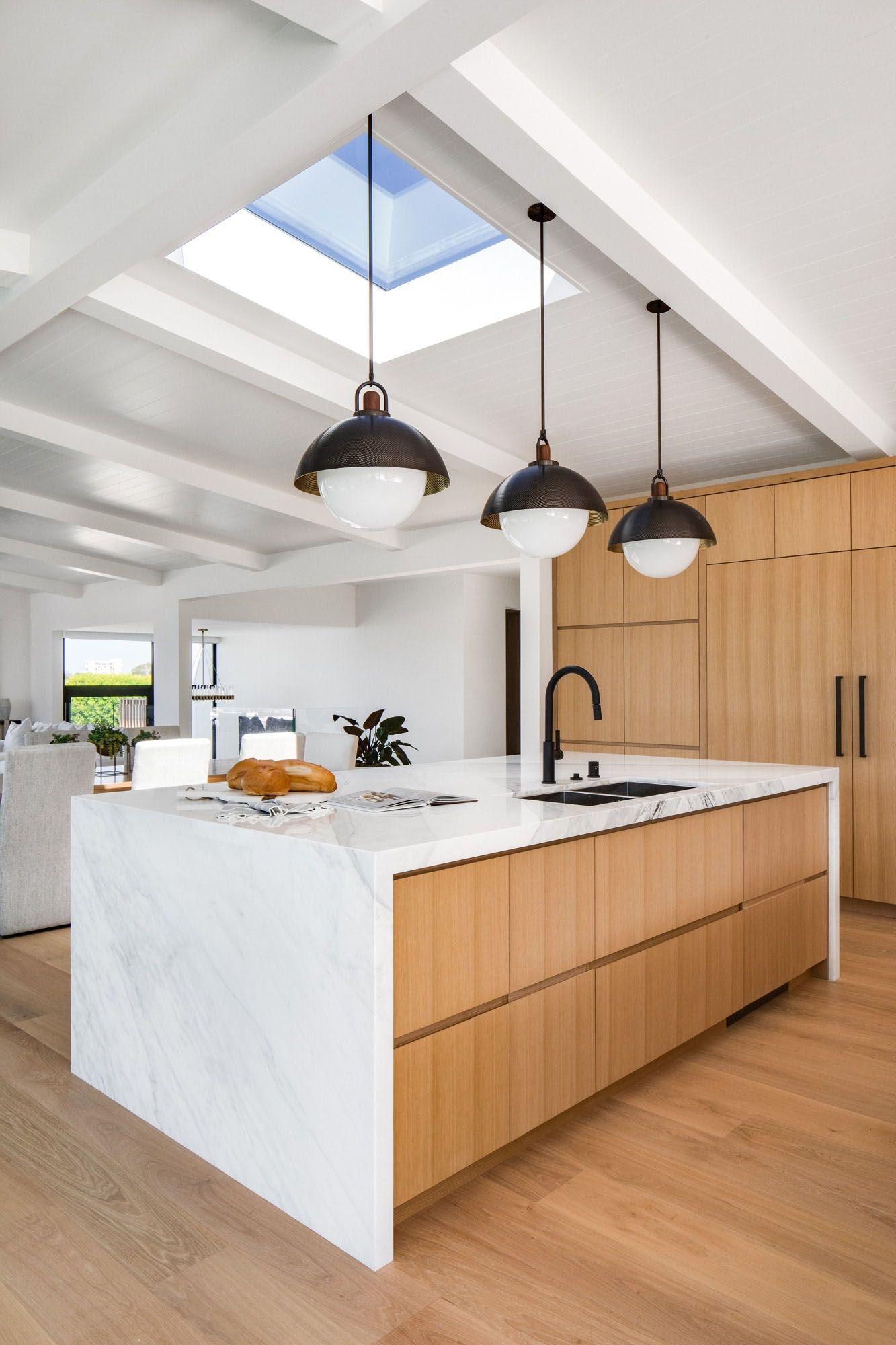 Fresh Twist On A Classic Mid Century Modern House In Corona Del Mar In 2020 Modern Kitchen Mid Century Modern House Kitchen Inspirations