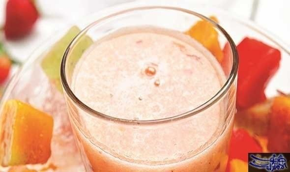 بانش عصير الفاكهة المكونات بانش عصير الفاكهة 6 حبات من الفراولة طازجة أو مذابة إذا كانت مجمدة 1 حبة تفاح مفرغة من البذور ومقطعة إلى Food Desserts Pudding