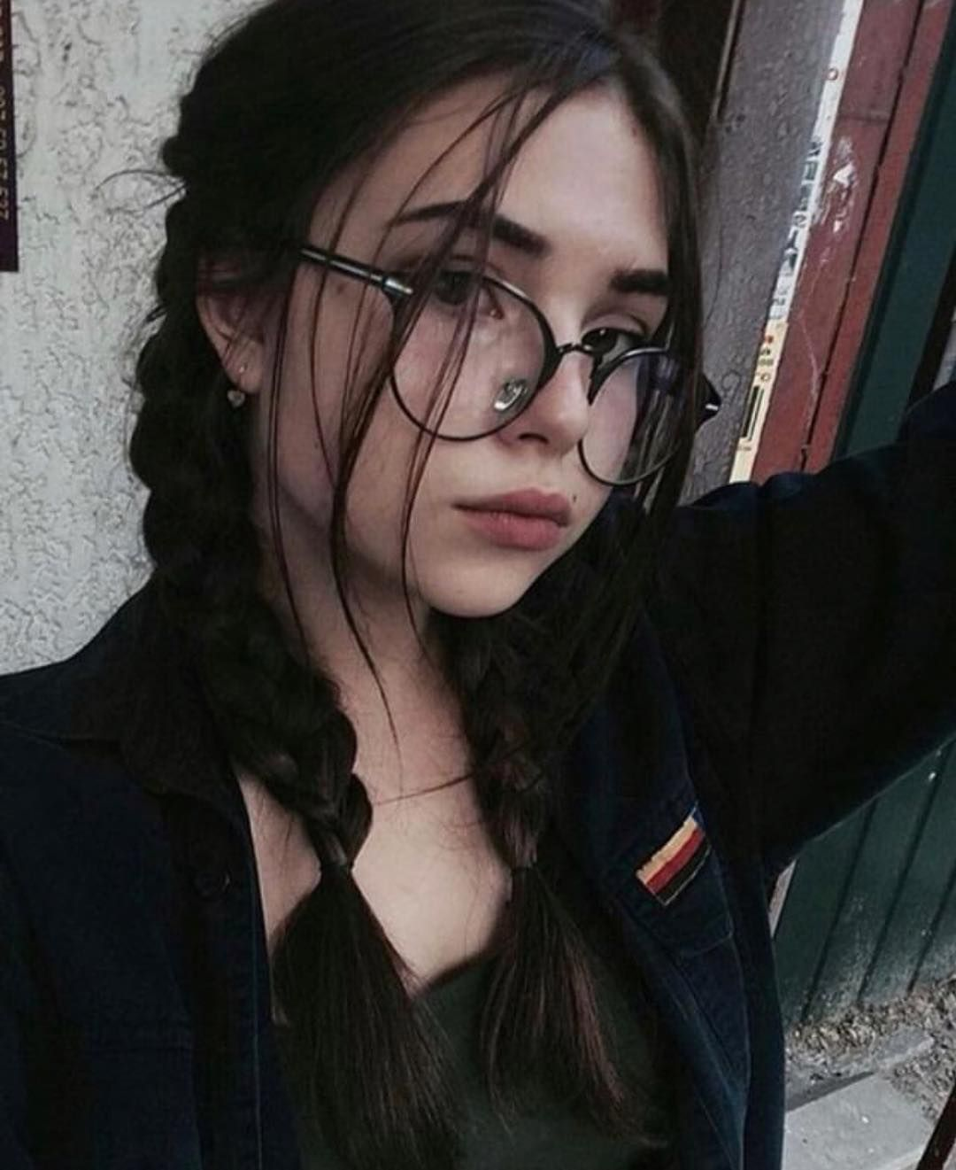 Cecile On Instagram Olesyaaaaa Beauty Grungeaesthetic Grunge Hair Girls With Black Hair Grunge Photography