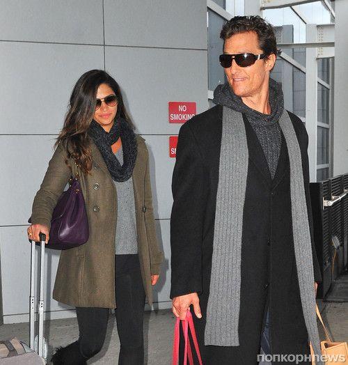 Мэтью МакКонахи и Камилла Альвес прилетели в Нью-Йорк