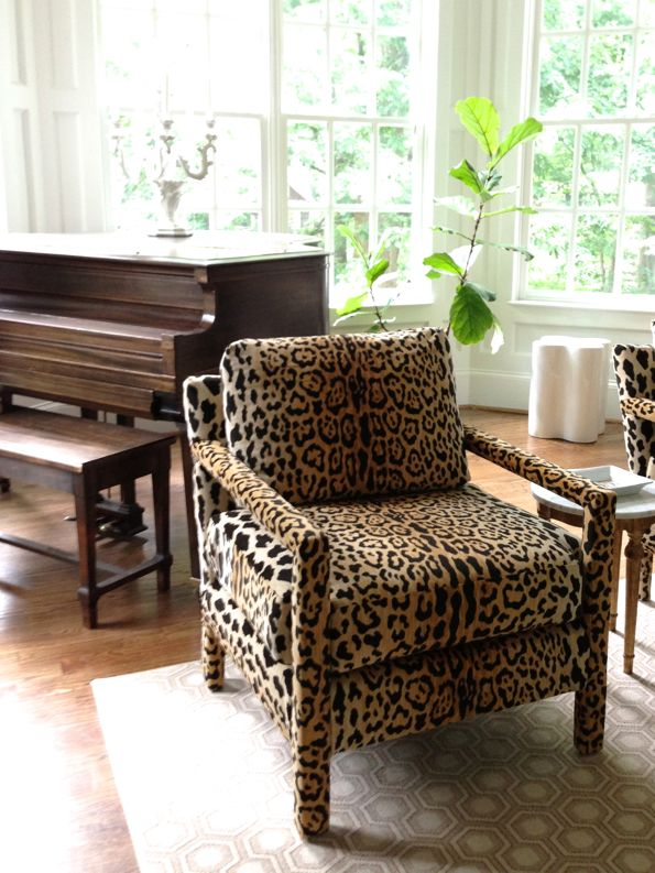 10 Stunning Print Chairs Living Room