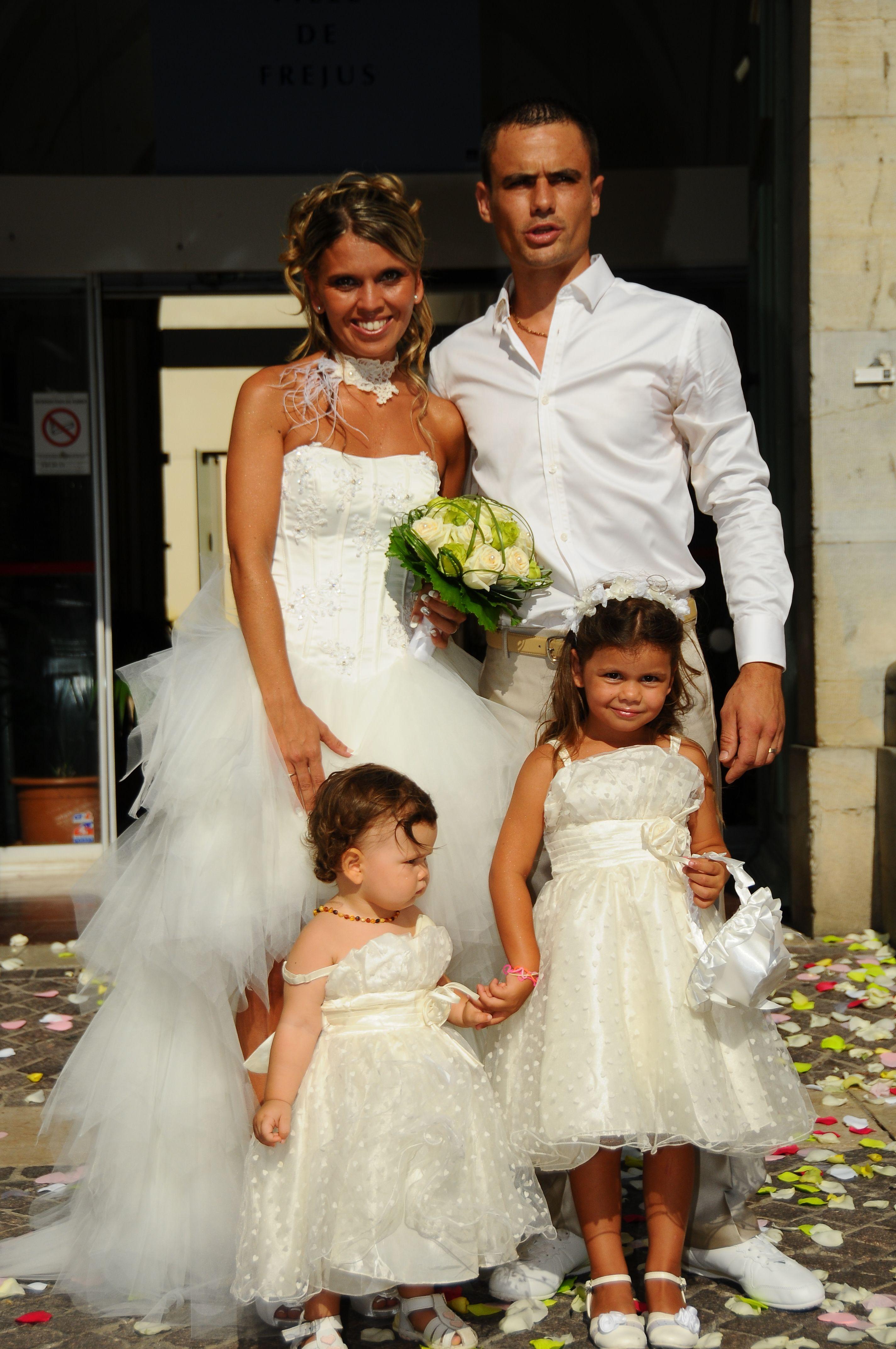 Robe de mariée courte devant et longue derrière en ...
