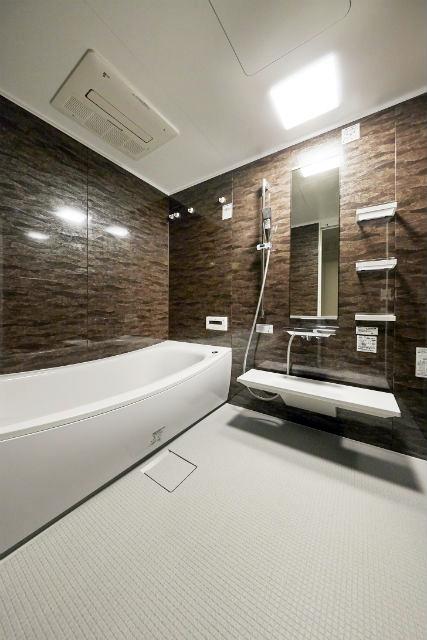 施工事例 浴室 お風呂 重厚なジオブラウンで浴室にホテルのような