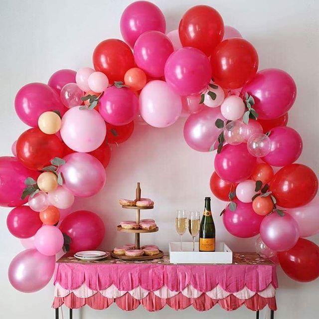 Diy Comment Creer Une Arche De Ballons Moderne Et Reussie Centres De Table En Ballon Idee Deco Anniversaire Ballons Saint Valentin
