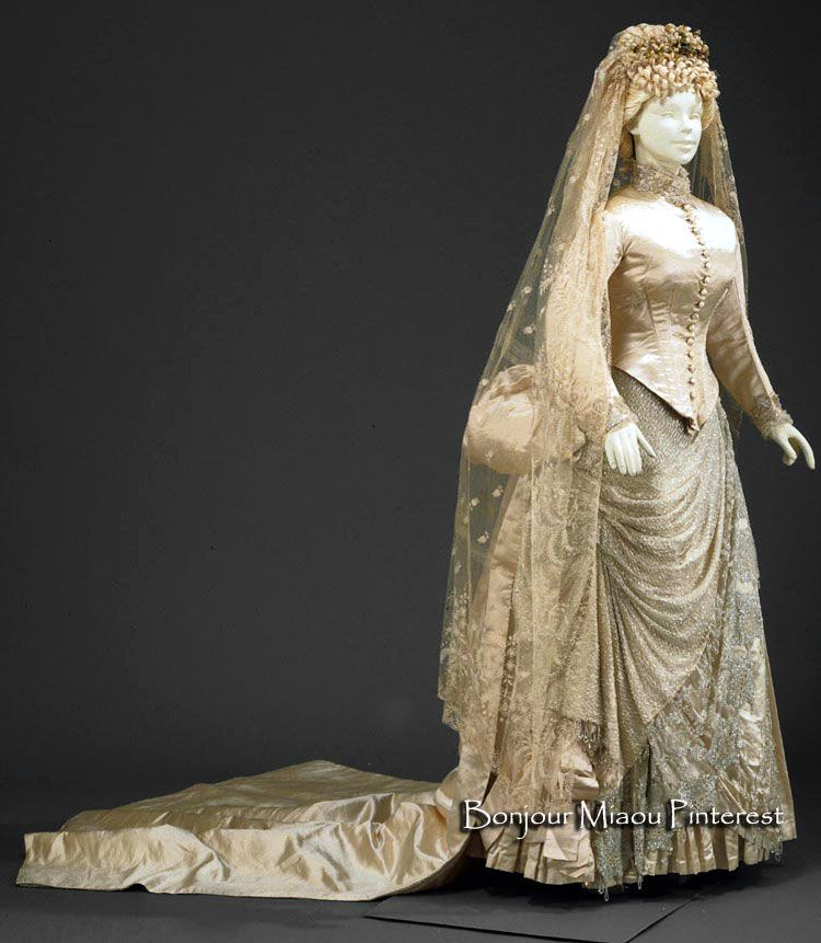 Wedding dress, Portugese, ca. 1875–85. Cream-colored silk satin embroidered with white and glass beads on tulle. Lined in white cotton canvas. Museu Nacional do Traje e da Moda, Portugal