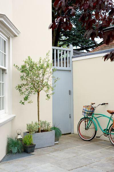 Una puerta de entrada reci n pintada puede cambiar for Cambiar el color de las puertas