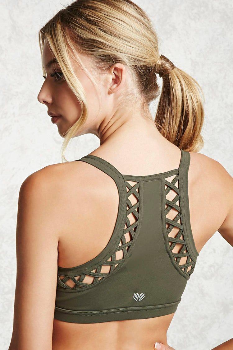 8a8b79fc24692 A medium-impact sports bra featuring a scoop neck