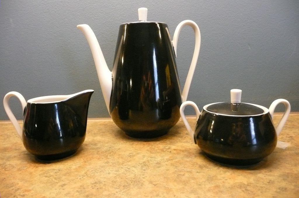 ik ben verzot op koffie- en theepotten en mijn smoes om ze te blijven aanslepen is: ons eetproject. Jaja...