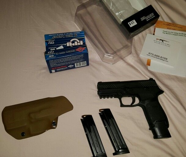 P320c with new Sig 21 round 9mm mag  Left side mag is origin