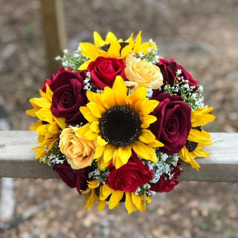 Rose And Sunflower Bouquet Bride Bouquet Sunflower Bouquet Etsy In 2020 Sunflower Bridal Bouquet Sunflower Bridesmaid Bouquet Rose Bride Bouquets