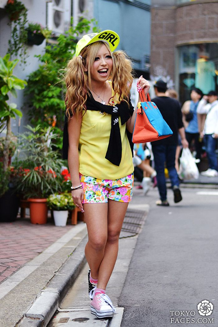 Harajuku Gal W Rainbow Eye Makeup Silver Hair In Anap: Ganguro Gyaru T Gyaru Harajuku And Street