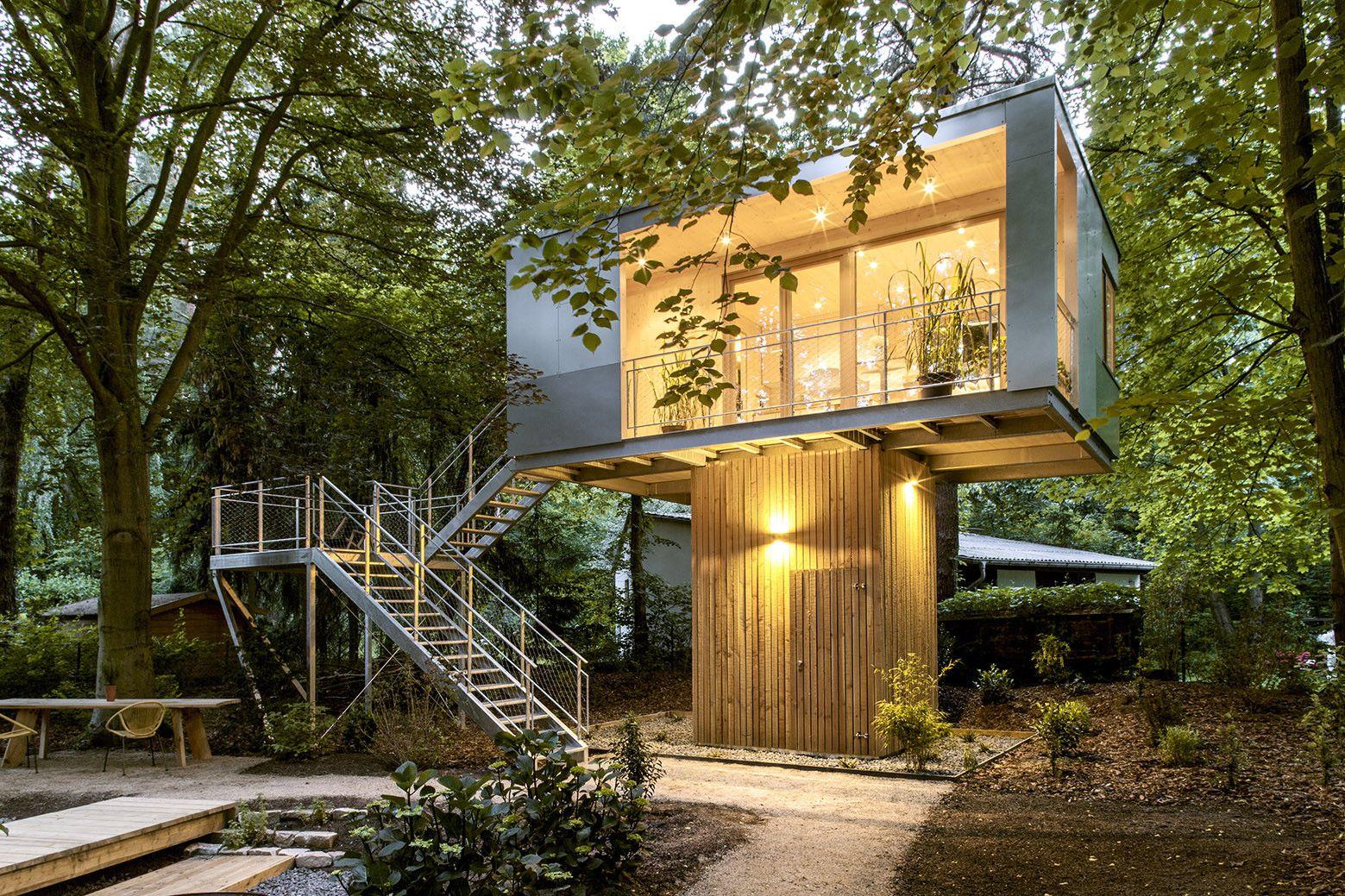 Modern Tree Houses Gallery Of Urban Treehouse Baumraum 1 Treehouse Tree Houses