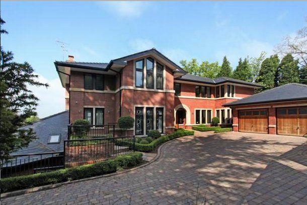 Vista exterior de la casa donde vivió Cristiano Ronaldo en Manchester.