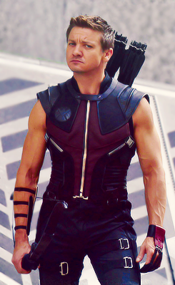 Jeremy Renner - OMG, your arms are such a turn on!!!!!
