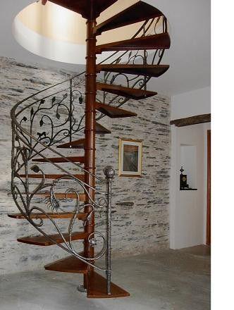 Caracol hierro 2 escaleras pinterest escalera for Casas con escalera caracol