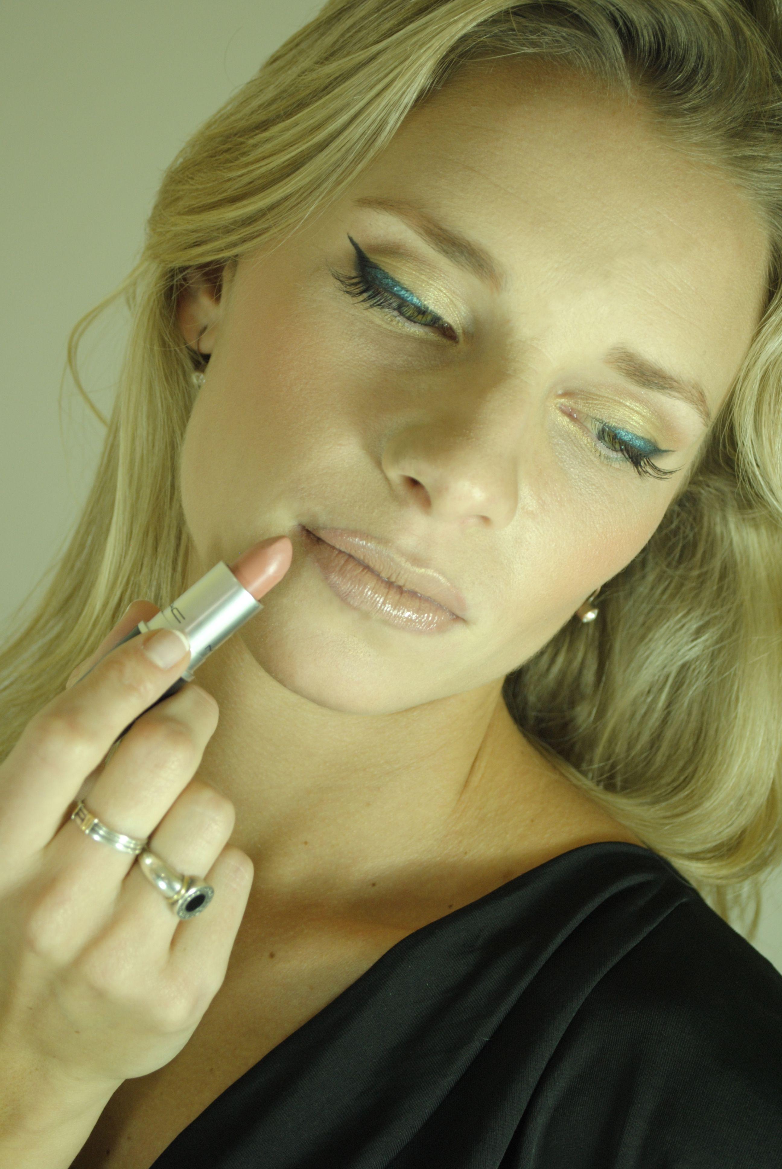 Gráfica. Jesica Gómez Makeup
