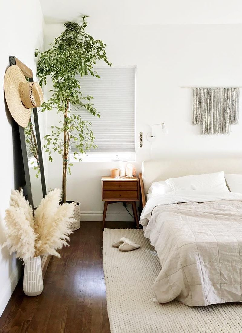 Pampas Grass Vase Bedroom