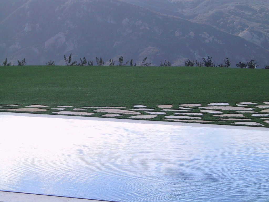 Beautiful SYNLAWN LA artificial grass flanked by a beautiful mountain backdrop...got to love Los Angeles.