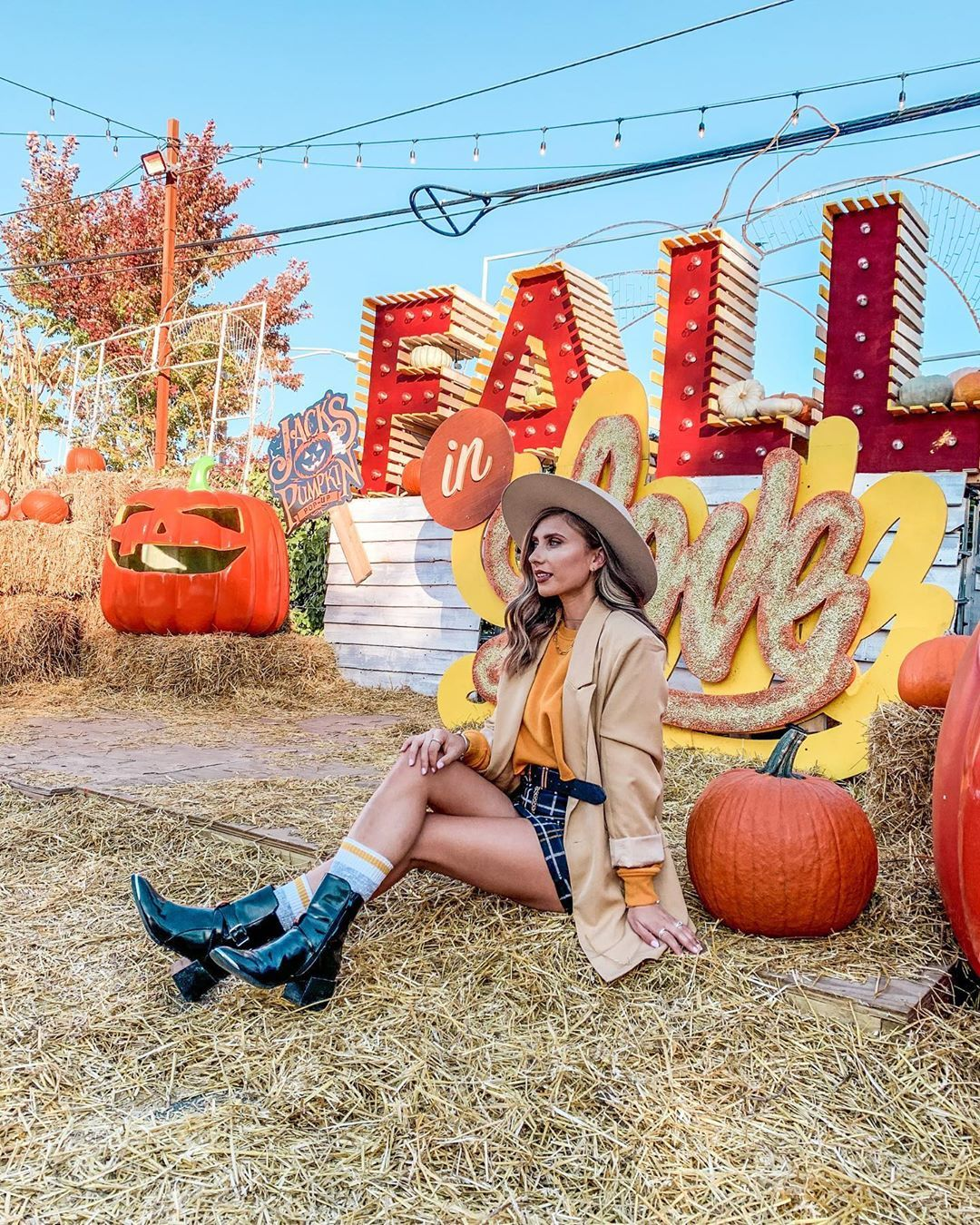 "Ana Burduja on Instagram: ""Fall in love at Jack's Pumpkin Pop-Up. Welcome back @jackspumpkinpopup . . . . . #chitown #choosechicago #chicagotravel #visitchicago…"""
