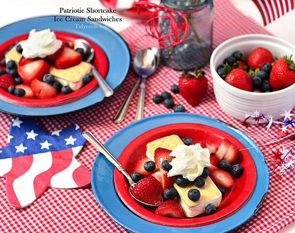 It doesn't get any easier than this ice cream sandwich dessert for a quick and cool frozen patriotic treat! at TidyMom.net