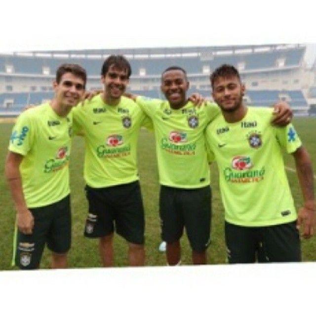 #Robinho Robinho: @oscar_emboaba @kaka @neymarjr ️️️️ foto by @rafaelribeirorio #seleçaobrasileira #seleção #Brasil #Brazil #robinho #neymarjr #neymar #kaka #oscar