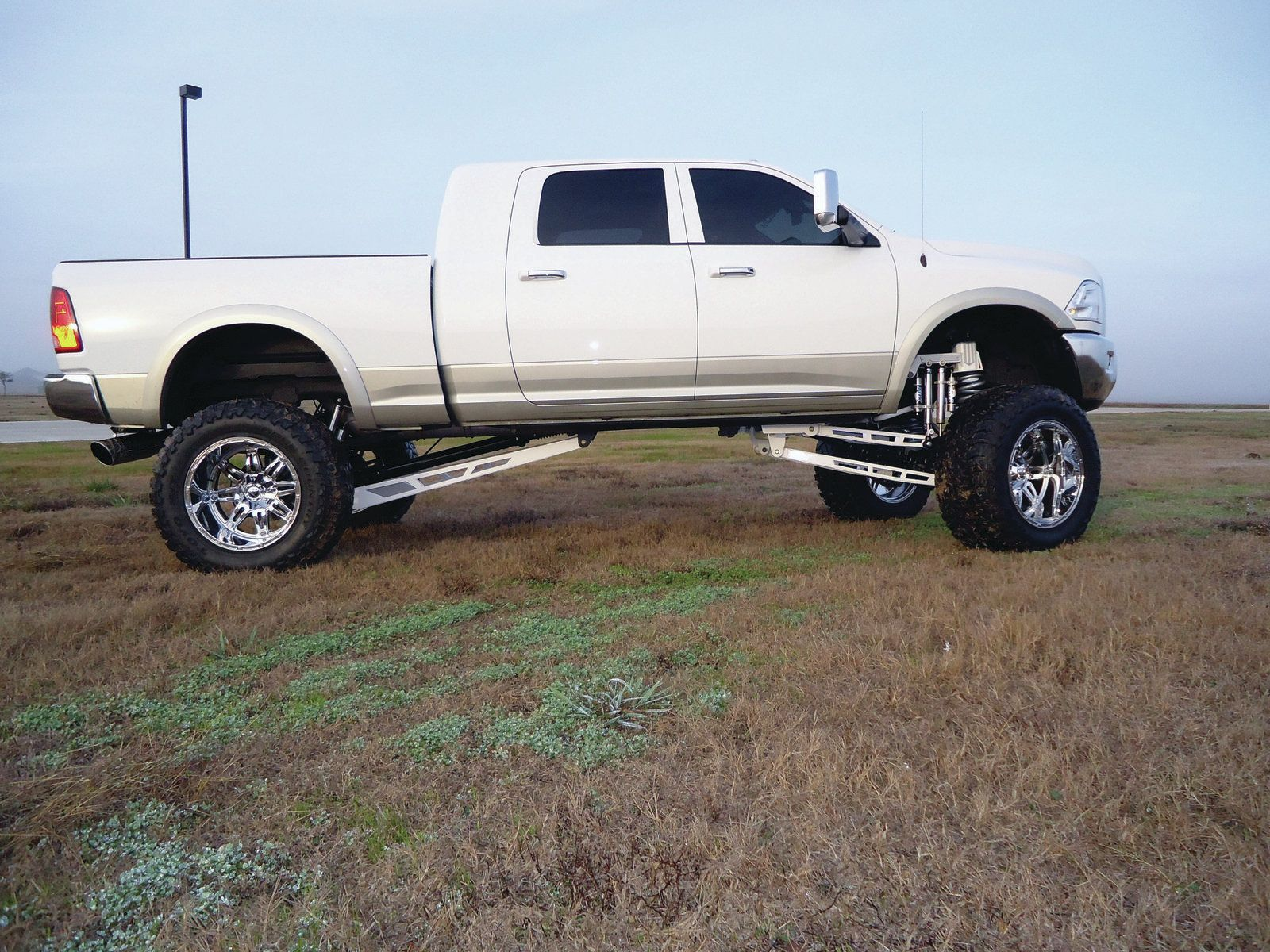 white lifted 2011 ram 2500 3 - White 2014 Dodge Ram 2500 Lifted