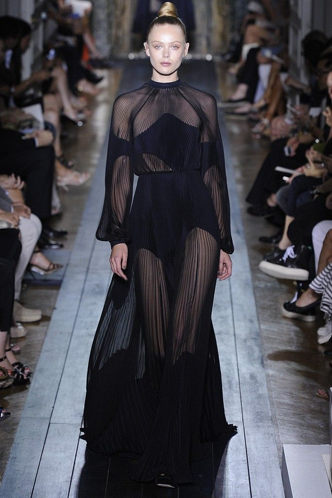 Valentino Fall Couture 2012   TheFashioniStyle
