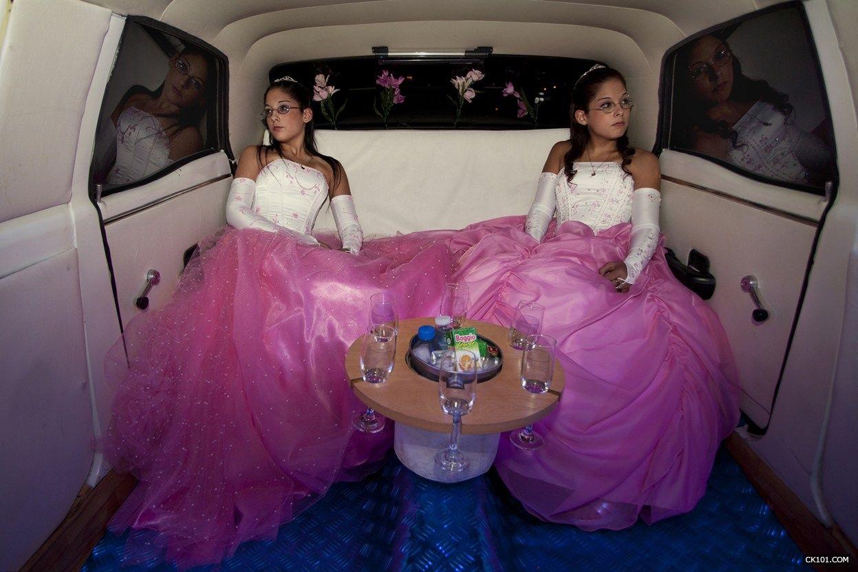 《豪華轎車》,由攝影師梅裡亞姆·梅羅尼在阿根廷拍攝