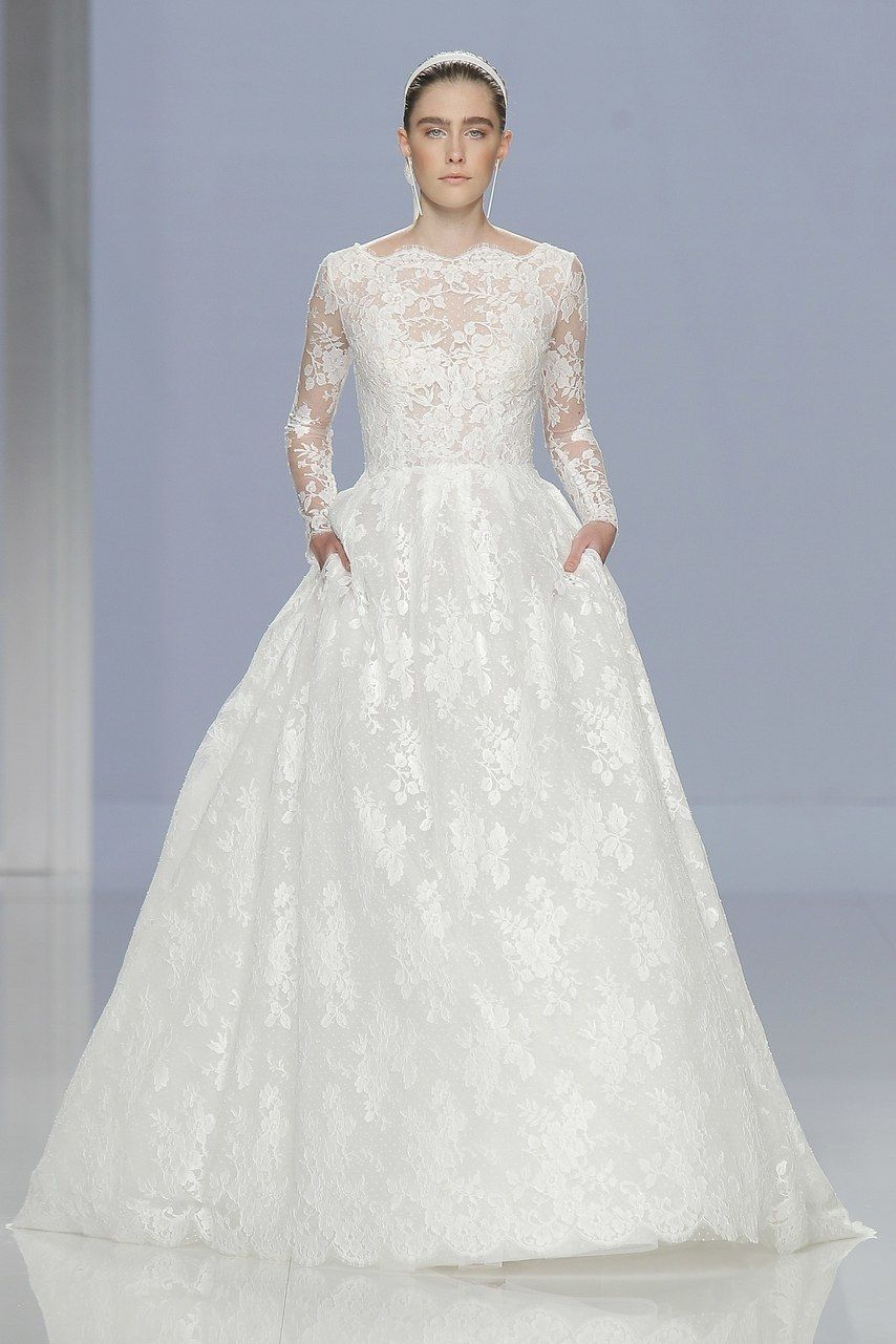 7ce9915e3c9 Classic Wedding Dresses You Won t Hate 20 Years From Now