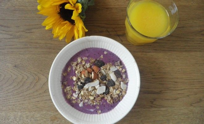 Banana Berry Smoothie Bowl - Fitgirlcode - Community for fit and healthy women. Unlocking your personal code to a healthy lifestyle.