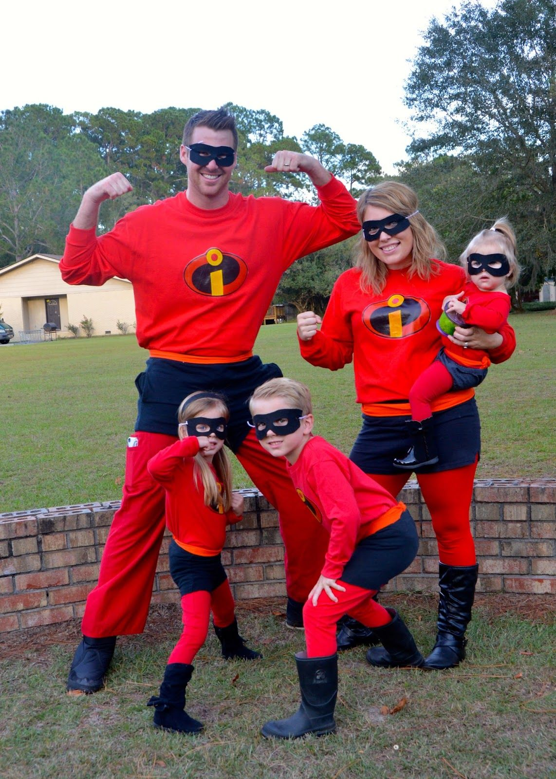 Easy Affordable DIY Halloween Costumes for a family of 5. Family themed! Incredibles perfect for Disneyu0027s Mickeyu0027s Not So Scary Halloween Party (MNSSHP) & Incredibles Halloween | Pinterest | Scary halloween DIY Halloween ...