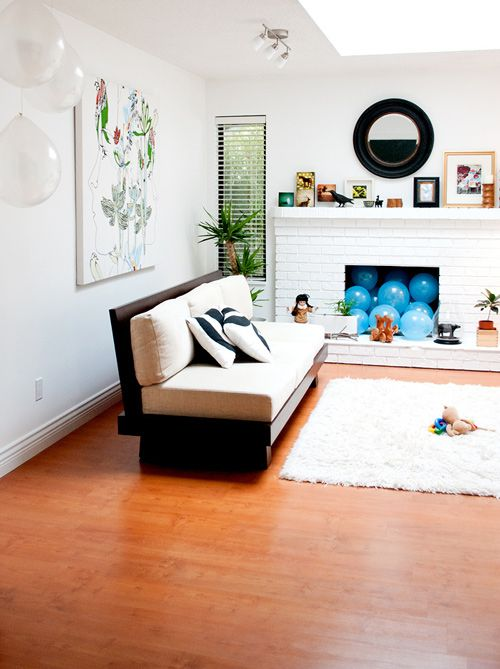 Ah! The black and white pillows and the balloons in the unused ...