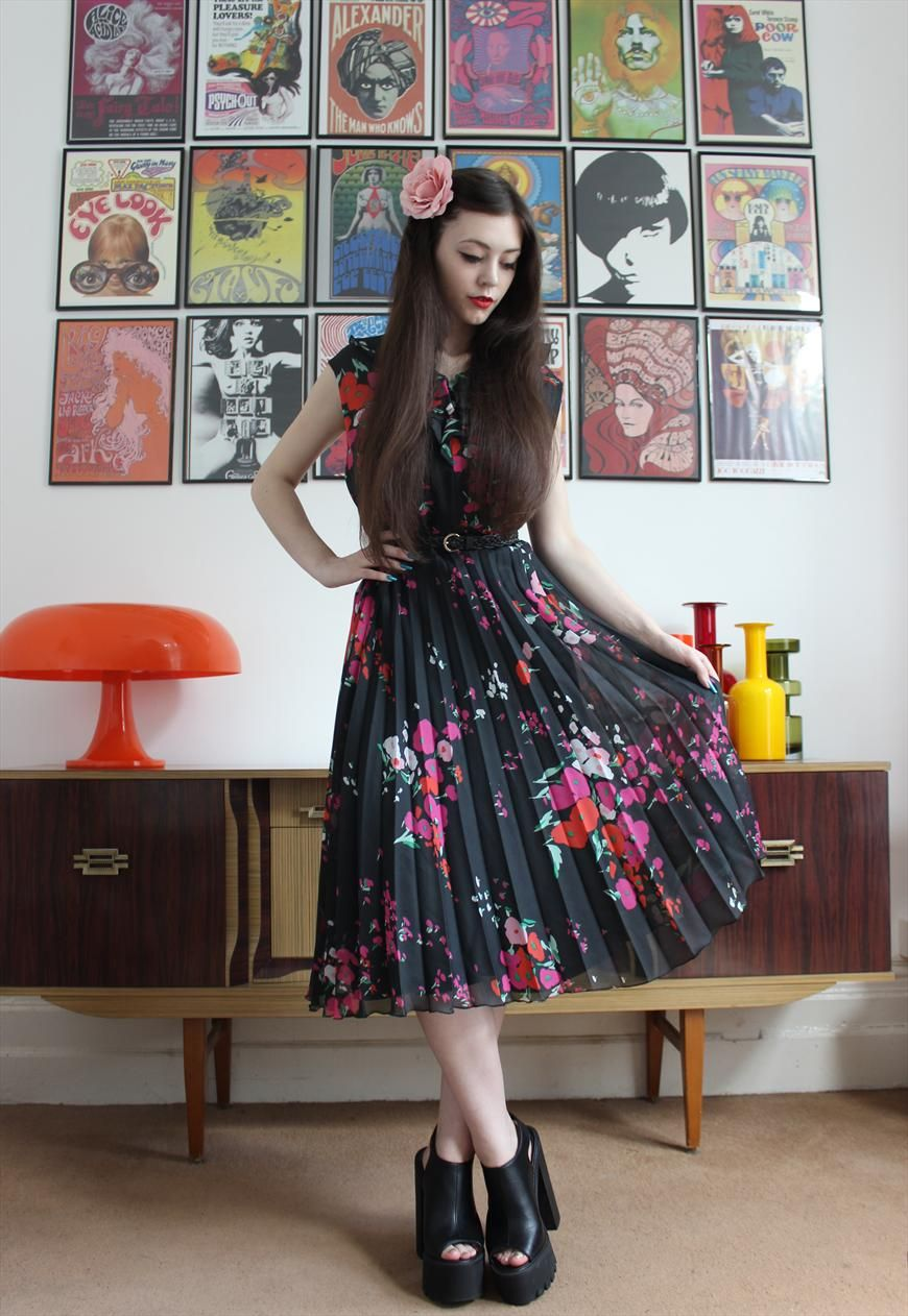 Vintage 1970s Floral Pattern Frilly Collar Pleated Tea Dress | Madcap Vintage | ASOS Marketplace