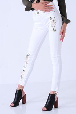 Detaylari Goster Yesil Yaprak Islemeli Beyaz Denim Pantolon Kadin Kotlar