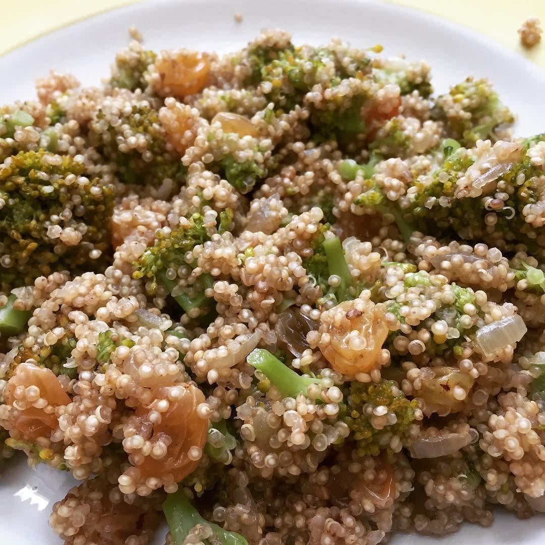 quinoa aux brocolis et raisins secs #quinoa #brocoli #raisinsec #vegan  #cuisine #food #homemade #faitmaison N'hésitez pas à nous demander la recette nous la publierons dans notre bloghttp://ift.tt/2nr5K9O #eat #foodporn#instagood #photooftheday#yummy #sweet #yum #Instafood #dinner #fresh #eatclean #foodie #hungry #foodgasm #tasty #eating #foodstagram #cooking #delish #foodpics #french Vous pouvez nous suivre dans Twitter @mememoniq ou sur Facebook http://ift.tt/1JA3KvP