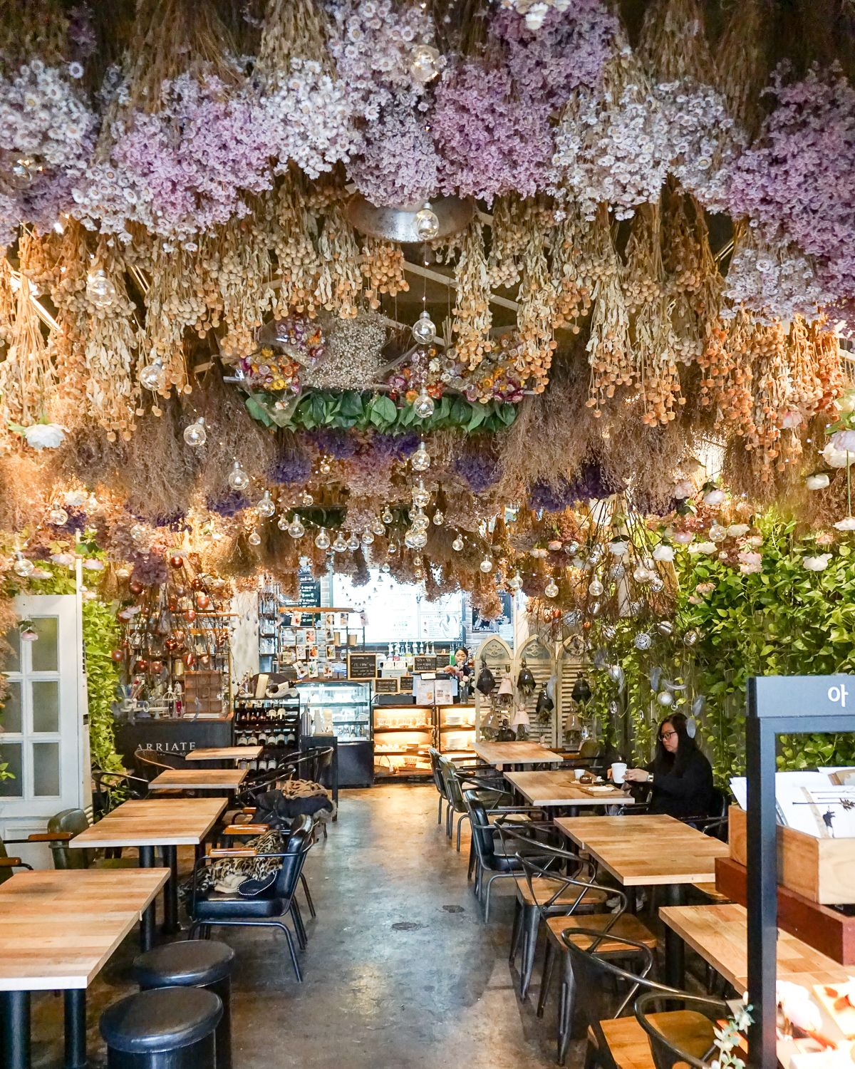 In The Sea Of New Instagrammable Cafes In Seoul I Highlight 10 Cafes You Should Visit When In Korea S Capital Everything From Aes Seoul Cafe Seoul Korea Cafe