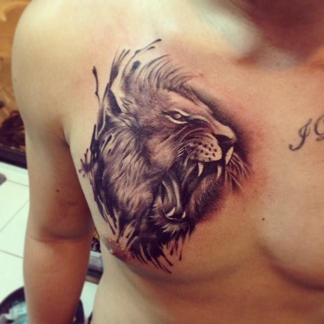 Roaring Lion Head Tattoo On Chest Tattooimages Biz Melhores Tatuagens No Peito Jovens Tatuados Tatuagens Na Cabeca