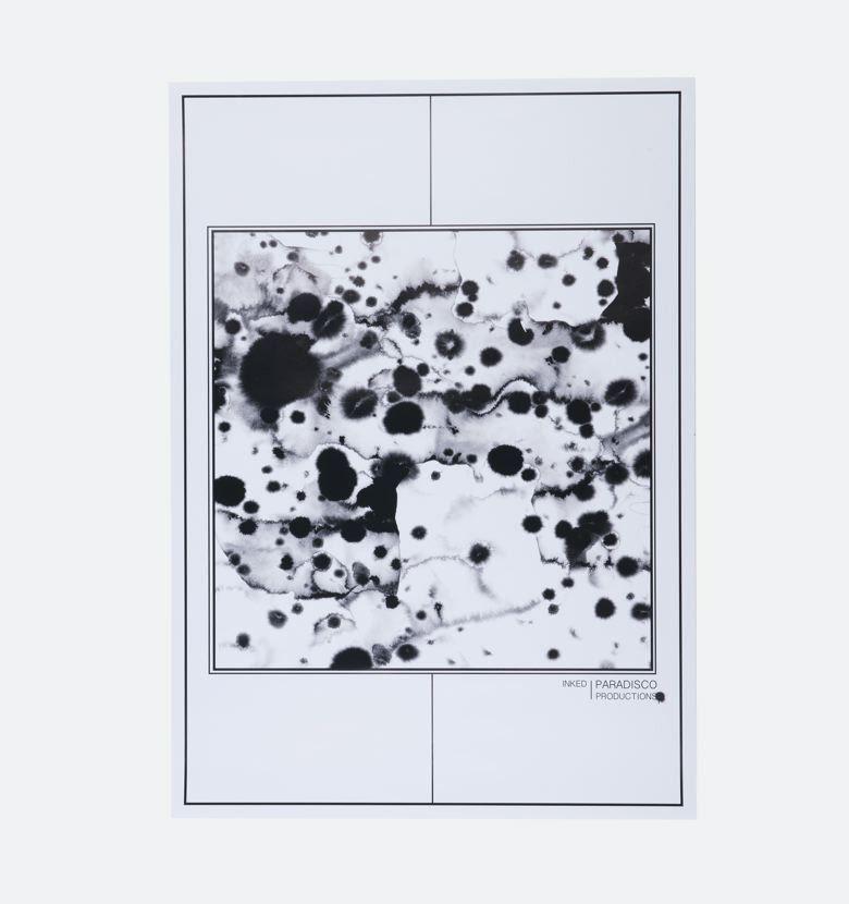 Inked+-+Inked+er+en+håndtegnet+blæk+illustration+fra+Paradisco.+Man+oplever+tydeligt+kunstnerens+rå+univers+med+teksturer+og+flere+dimensioner.+Fås+i+50x70.+  Paradiscos+univers+er+råt+og+industrielt,+hvor+kunstneren+samler+inspiration+fra+mikroorganiske+overflader.+Værkerne+opstår+ud+fra+blyantstegninger+og+skitser+i+blæk.+
