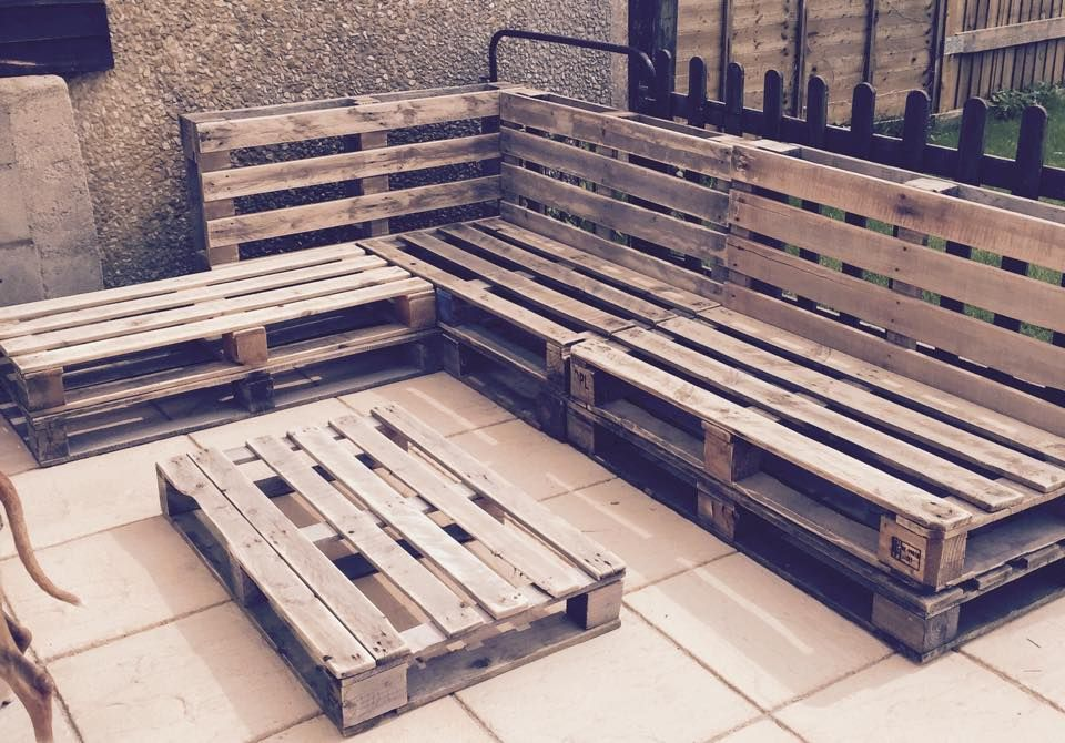 Stacked Pallet Patio Sectional Couch Frame 960x670