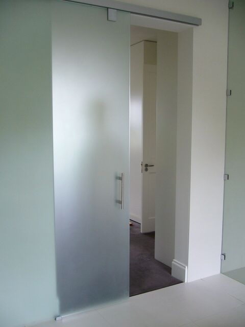 Image from http://www.designinferno.com.au/images/product_images/Sliding-Door-Mattalux-1.jpg.