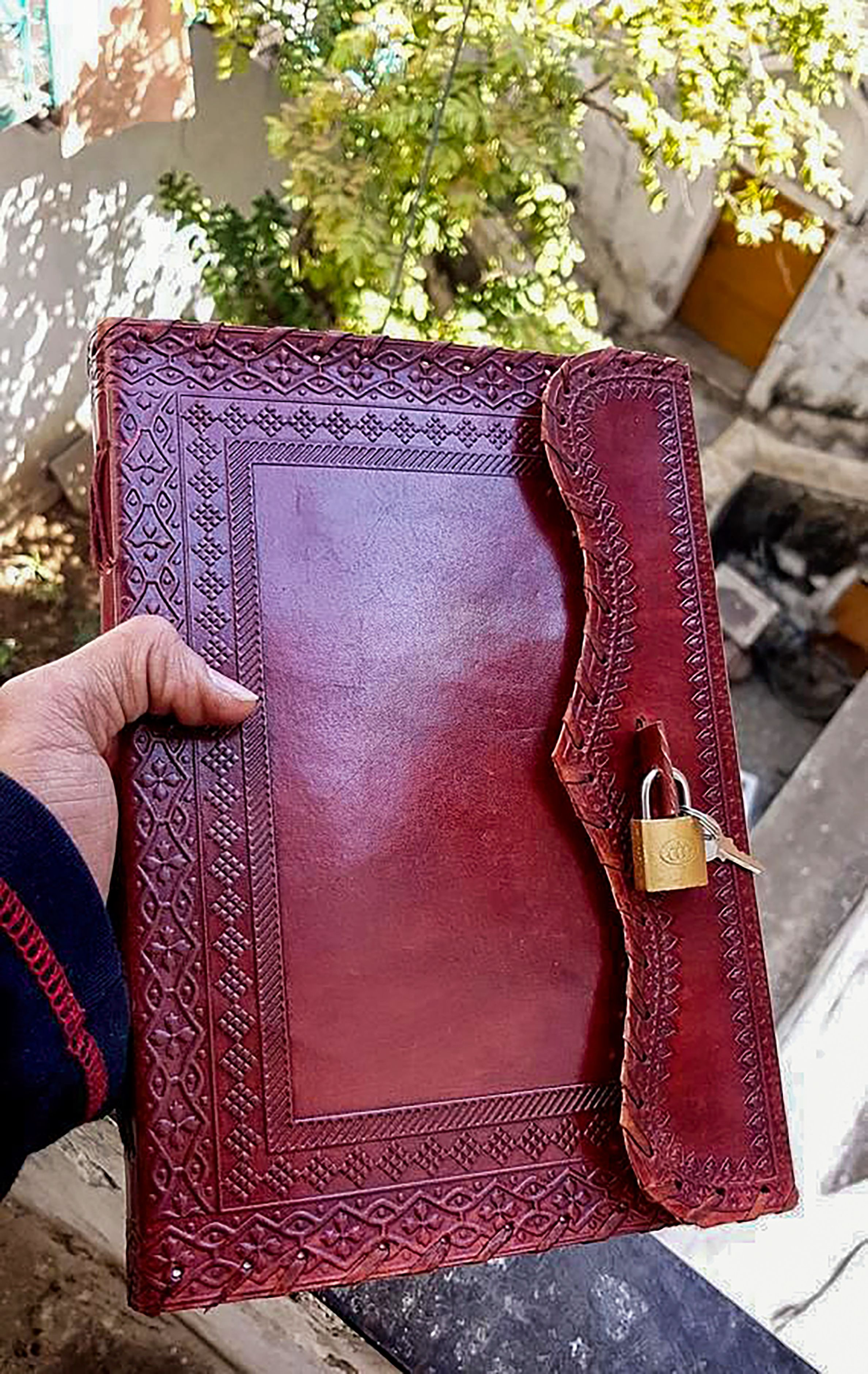 Handmade Leather Journal Personalized Custom Leather Journal Large Blank Vintage Diary With Lock Leather Refillable Journal In 2020 Handmade Leather Journal Leather Journal Leather Diary