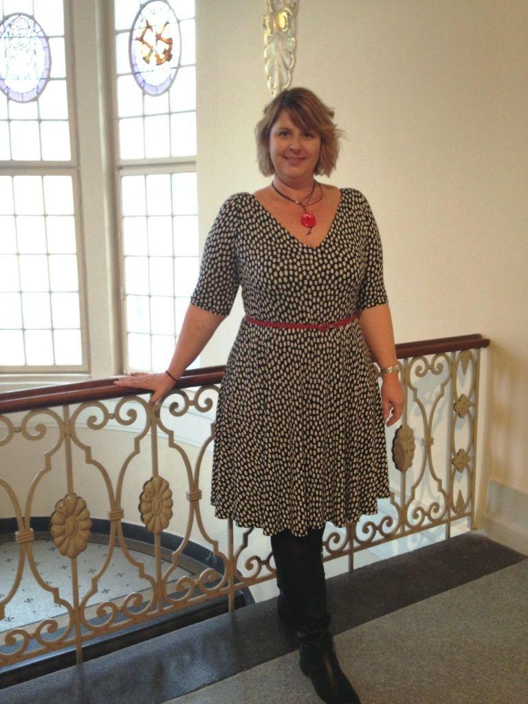 Cashmerette Turner Dress pattern by Severine. It\'s a knit v-neck ...