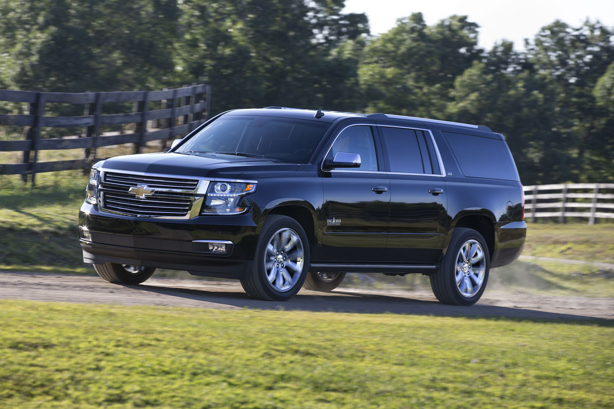Get the latest reviews of the 2016 Chevrolet Suburban. Find prices, buying advice, pictures, expert ratings, safety features, specs and price quotes.