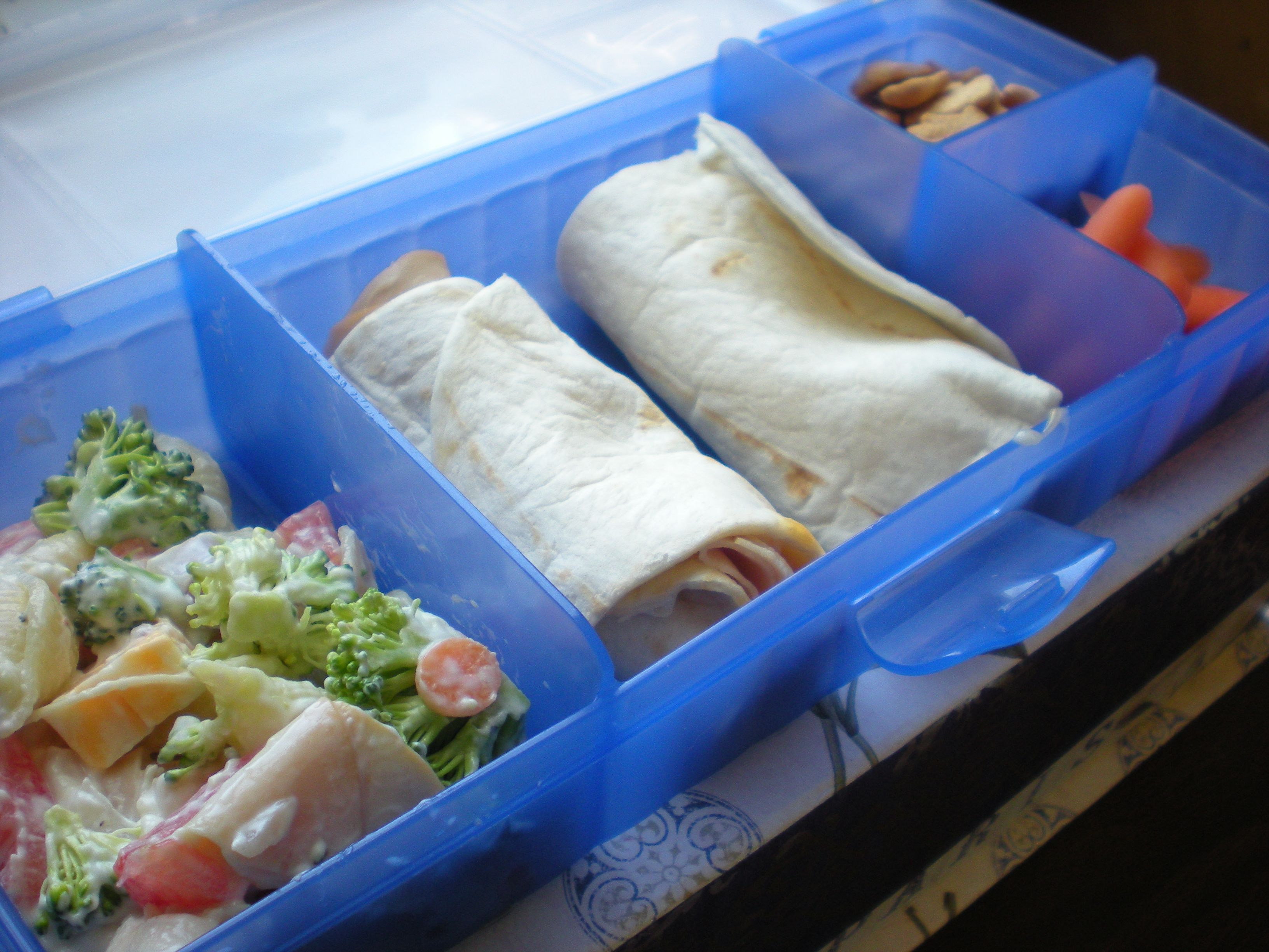 lunch tupperware bento bento boxes pinterest bento lunches and lunch box ideas. Black Bedroom Furniture Sets. Home Design Ideas