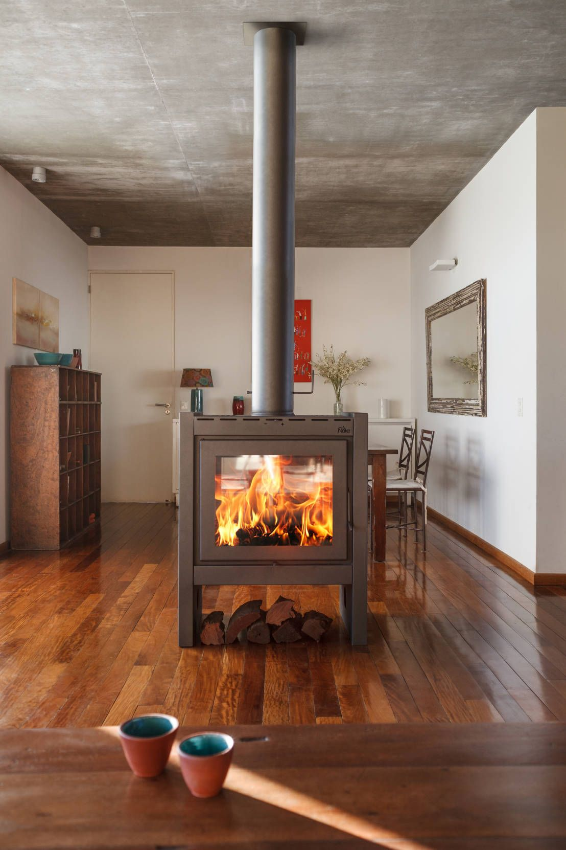 10 chimeneas modernas y espectaculares interiores - Estufas de lena diseno ...
