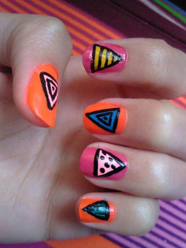 Neon orange, triángulos de colores