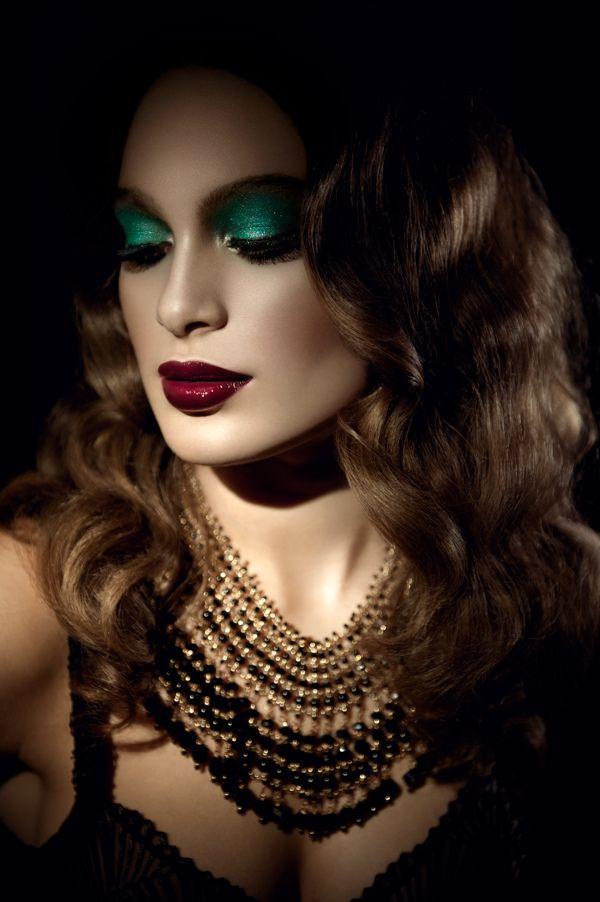 Green Eyeshadow And Red Lips Perfect Teasemeemerald Makeup