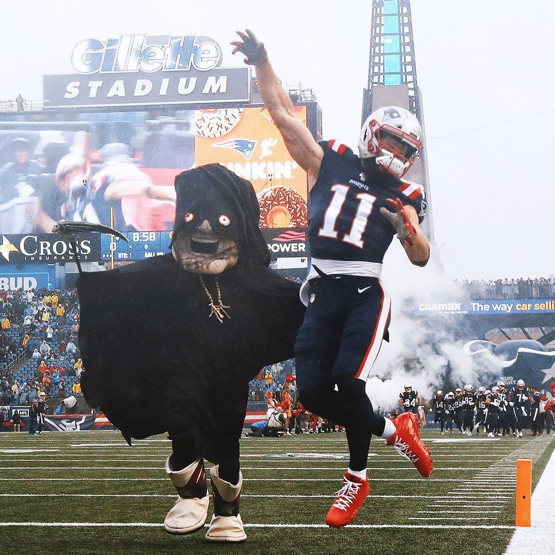Ran Just A Liiiittttle Faster Last Week Pat Wins Scariest Costume By A Mile Happy Halloween Everyone Julian Edelman Scary Costumes New England Patriots