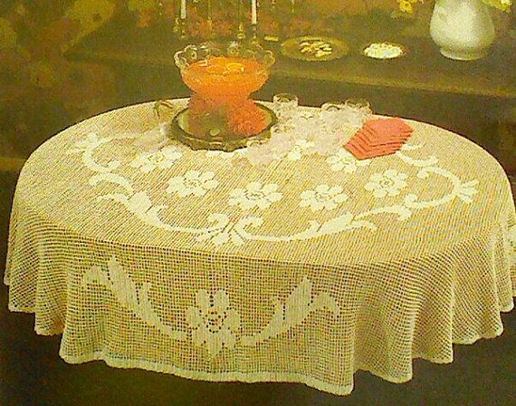 Vintage Crochet Oval Floral Filet Tablecloth por MAMASPATTERNS