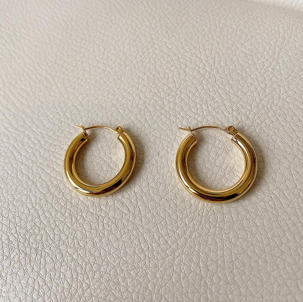 14k Gold Hoop Earrings 23mm Gold Hoop Earrings Chunky Gold Etsy 14k Gold Hoop Earrings Hoop Earrings Gold Hoops